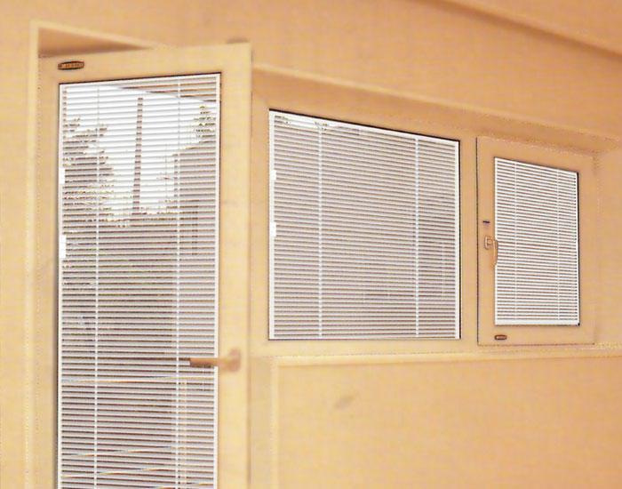 欧泰克塑料百叶中空玻璃门窗