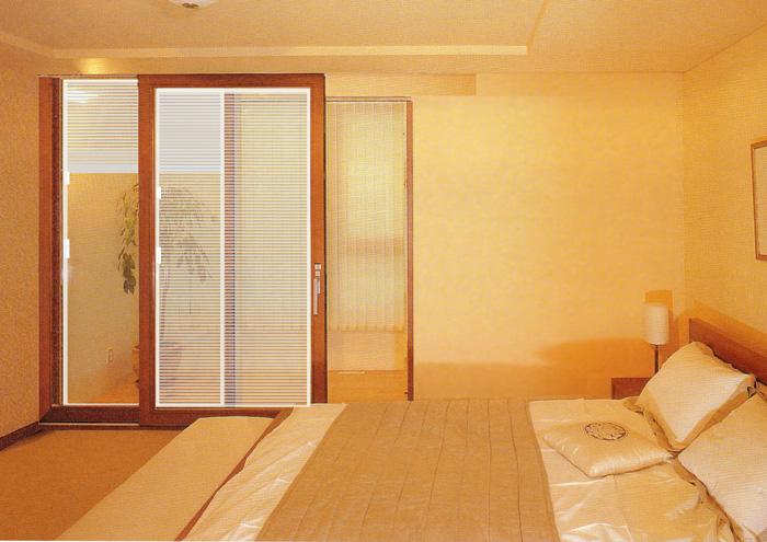 欧泰克卧室木质百叶中空玻璃门案例